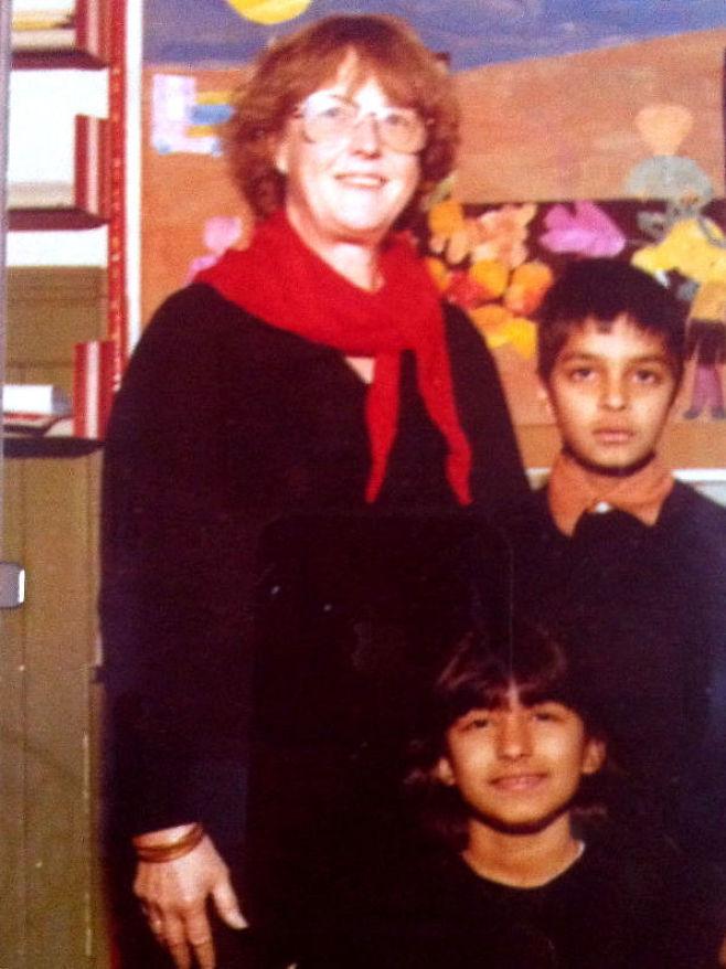 Tora Mæhle med Zahid Ali og Shabana Rehman, 8 år